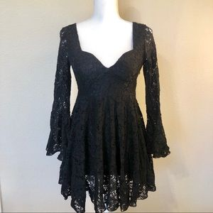 Black Lace Bell Long Sleeve Dress